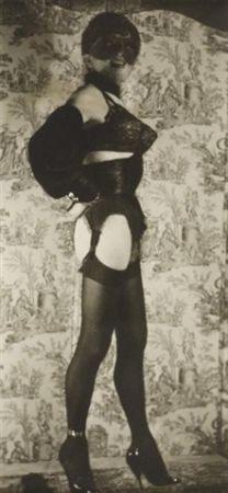 Photography Molinier - Autoportrait avec faux seins