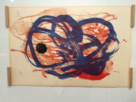 Lithograph Miró - Azul sobre aguada roja