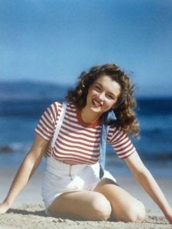 Photography De Dienes  - Becoming Marilyn (1945)