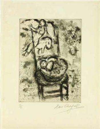 Etching Chagall - Chaise à la corbeille de fruits
