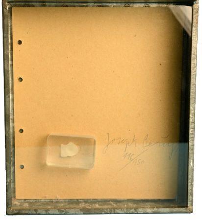 Multiple Beuys - FINGERNAGELABDRUCK AUS GEHÄRTETER BUTTER /  FINGERPRINT IN HARDENED BUTTER  1971