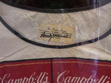 Lithograph Warhol - Firma de Warhol en el vestido