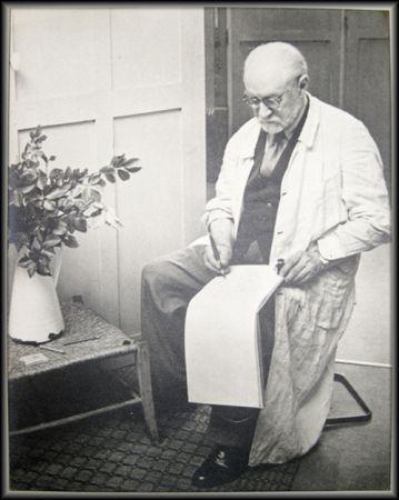 Photography Matisse - Henri Matisse Sketching