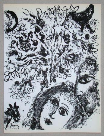 Lithograph Chagall - Le Couple Devant L'Arbre