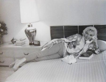 Photography De Dienes  - Marilyn Monroe. Au Lit (1962)