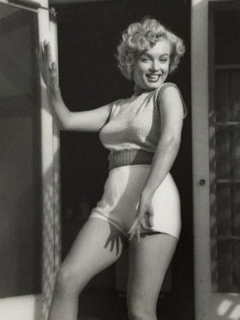 Photography De Dienes  - Marilyn Monroe. Bungalow