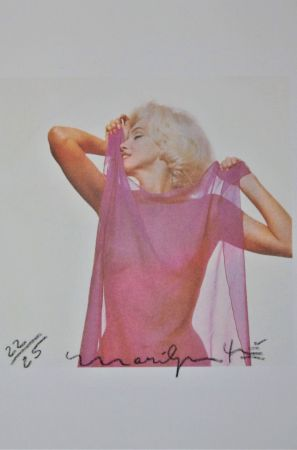 Photography Stern - Marilyn: Pink Scarf