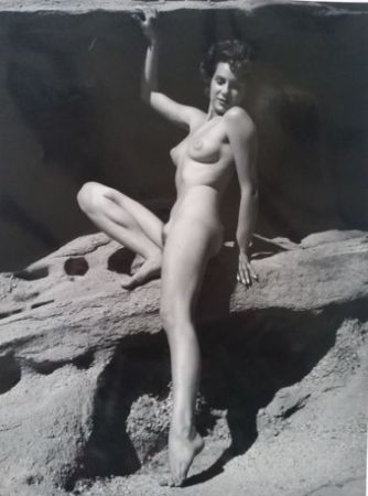 Photography De Dienes  - Nu assise sur rocher
