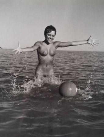 Photography De Dienes  - Nu avec ballon