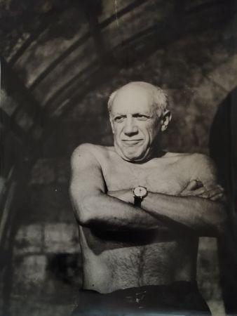 Photography Picasso - Picasso les bras croisés