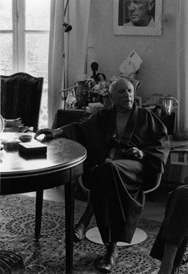 Photography Clergue - PICASSO WITH KIMONO