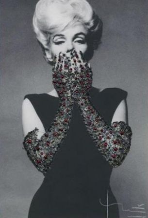 Photography Stern - Ruby Gloves